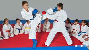 Jugendliche bei Karate in Kressbronn
