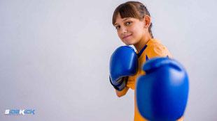 Mädchen bei Kickboxen in Ailingen