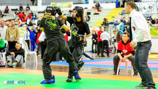 Jugendliche bei Kickboxen in Langenargen