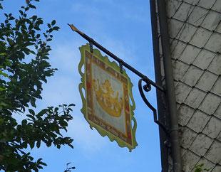 """das Schild des Bad- und Wirtshaus zur """"Goldenen Krone"""""""