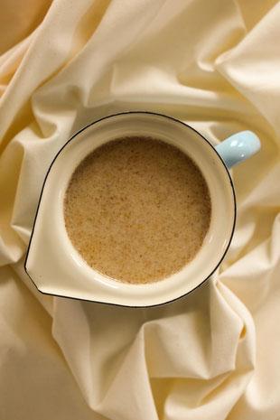So einfach kannst du Hafermilch selbst machen | Vegane Alternativen selber machen Part 1 Foto: RiekesBlog