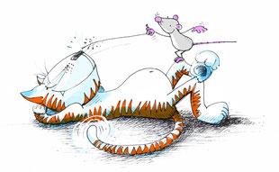 Die Katze liegt am Boden und lässt die Muskeln spielen. Die kleine Maus steht auf seinem Knie und kitzelt der Katze mit einem Grashalm an der Nase. Ob das gut geht?