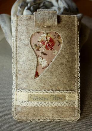 Madame Marie, Aus meinem Atelier, Handytäschli, Filz, mit Herz, beige