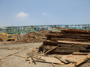うちの大工さんの紹介で初めて処理場へ チップ化される木材