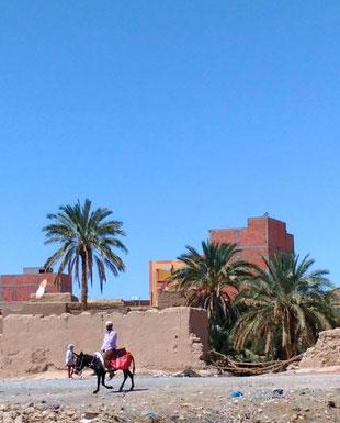このツアーでは、モロッコの小さな田舎町「リッサニ」にもよります♪