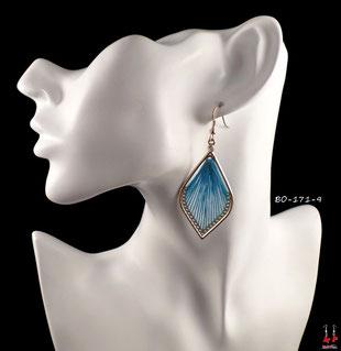 Boucles d'oreilles pendantes gouttes d'eau dorées et fils de tissu bleus