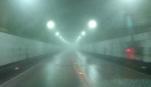 三瀬のループ橋を越えると福岡県と佐賀県をつなぐ、三瀬トンネル。この上は三瀬峠です。