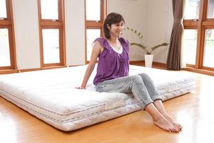 上の状態から開封すると、こんな普通のベッドマットレスに!