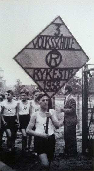 Students of Rykestraße Jewish school at a sport fest in 1938