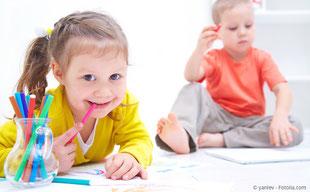 Gesunde Kinderzähne mit regelmäßiger Prophylaxe beim Zahnarzt.