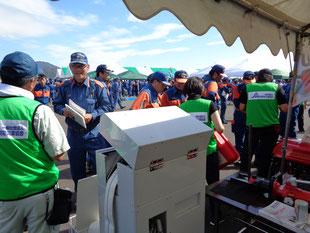 第37回静岡県消防操法大会で活況のひとコマ