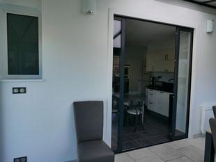 Nouvelle ouverture coulissante entre la cuisine et la véranda - MD 61