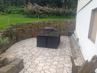 Terrasse mit Platten Belag