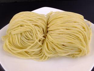 中細ストレート麺、東京の三河屋製麺さんに作ってもらい取り寄せています。