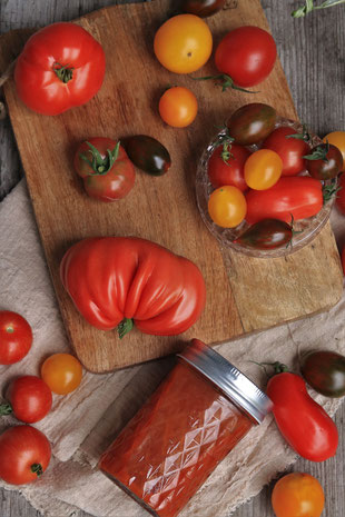 selbstgemachtes Ketchup mit Tomaten