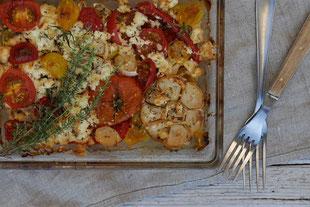 Tomaten aus dem Backofen mit Knoblauch und Feta