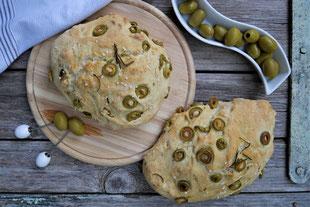 Focaccia mit grünen Oliven, vegan