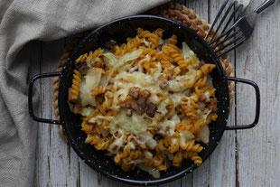 Krautfleckerl mit Räuchertofu und Käse