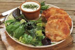 Sellerieschnitzel mit Salat