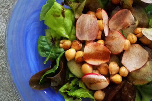 Frühlingssalat mit Kichererbsen, vegan
