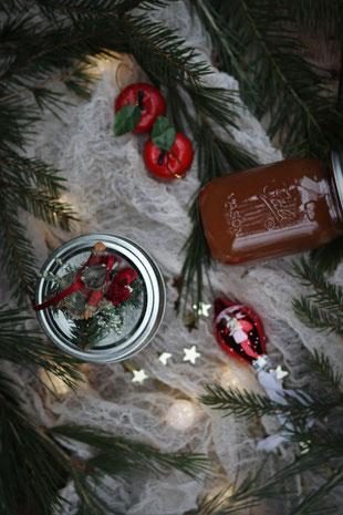 Bratapfelmarmelade und Weihnachtsdeko