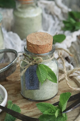 grüner Zucker im Glas