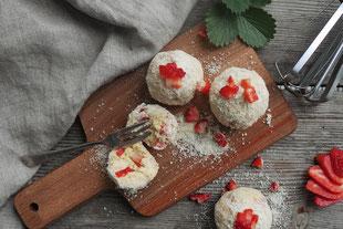 fruchtige Schneebälle mit Erdbeeren