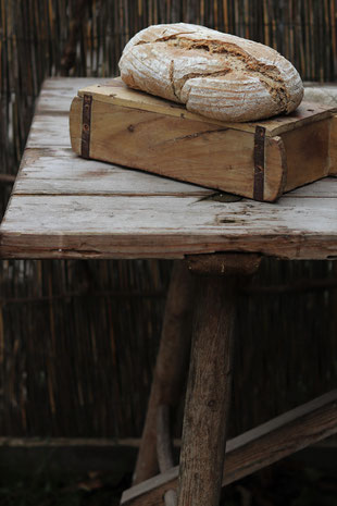 Sauerteigbrot auf einem Tisch