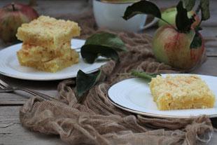 Apfelkuchen auf Tellern