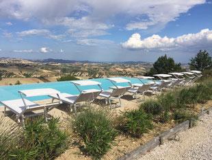 Vakantiehuis huren Casa Panoramica Italië Le Marche zwembad