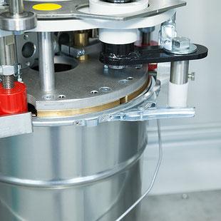 Flexo Close Verschließmaschine Metallverpackungen HUBER Packaging
