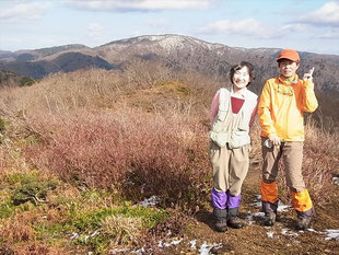 武奈ケ嶽から三重嶽をバックに