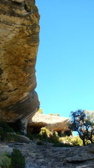 Klettern oder Wandern zu Höhlen