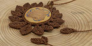 kp Kitsch-paradise artisans créateurs artiste artist créateurfrancais artisanat art bretagne  bijoux macramé micromacramé tissage weaving weavingart collier bois buis pendentif ruche abeille bee spagethi