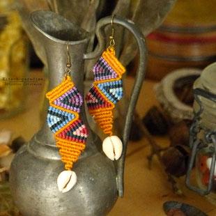 kp Kitsch-paradise artisans créateurs artiste artist créateurfrancais artisanat art bretagne  bijoux macramé micromacramé tissage weaving weavingart boucle d'oreille earring coquillage cauri