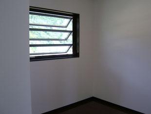 ケイプラスの施工事例〜ルーバー建具で風通しの良い空間を創ります