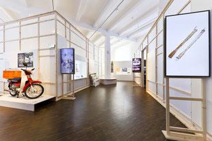 Ausstellung MARKK, Uri Korea, Hamburg, Rahmenwand, Trennwand Holz, Holz Raumteiler,