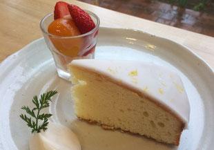 レナさん家のお庭の 無農薬レモンケーキ