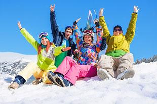 skieurs sur la neige
