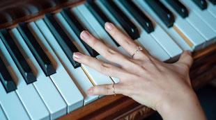 大人の弾くピアノ
