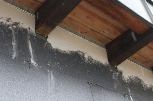 Gitter zur Belüftung  eines Kaltdaches im Bestand.