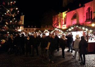Zu einem Besuch des Weihnachtsmarktes in Ahrweiler gehört selbstverständlich auch eine Einkehr im Ahrweindepot, um ein Glühwein zu trinken und eine Flasche Ahrwein zu kaufen.
