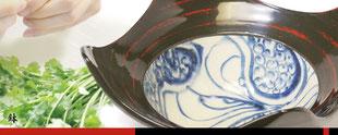 鉢 隅切り鉢 パーティー 土岐市 美濃焼 窯元 宗山窯 陶器 漆陶 曙 根来 赤 黒 手作り 手書き 和風 モダン オシャレ おもてなし カフェ 料亭 優雅 高級感 贈り物 ギフト 還暦祝い 結婚祝い 電子レンジ可