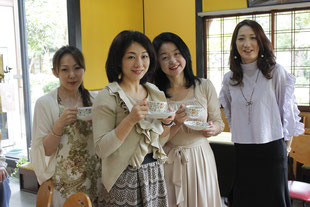 左からYUZUKAさん 平川先生ベティちゃんizumi先生♫yuzukaさんはお写真がお上手で使えるphotoをたくさんご提供くださいました♫ありがとうございます♪