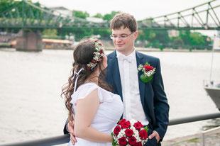 Hochzeitsfotos an der Brücke Eiserner Steg in Frankfurt am Main