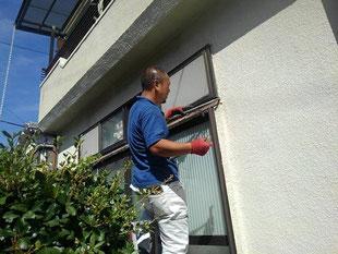 掃き出し窓の施工不良が原因の雨漏り修理