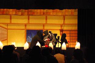 今田人形の舞台背景を描きました。