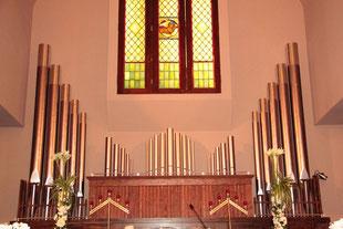 教会の前面にパイプオルガンのオブジェを作りました。