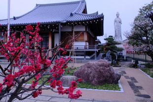本成寺の境内