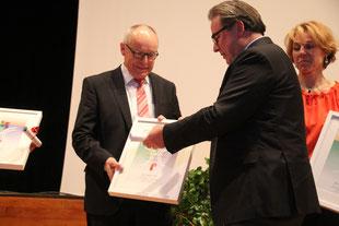 Hans Aeschlimann bei der Übergabe des Baselbieter Anerkennungspreises 2013